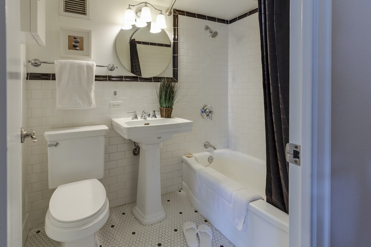 NATURAL LIGHT AND PRIVACY: HOW TO HAVE BOTH FOR YOUR BATHROOM